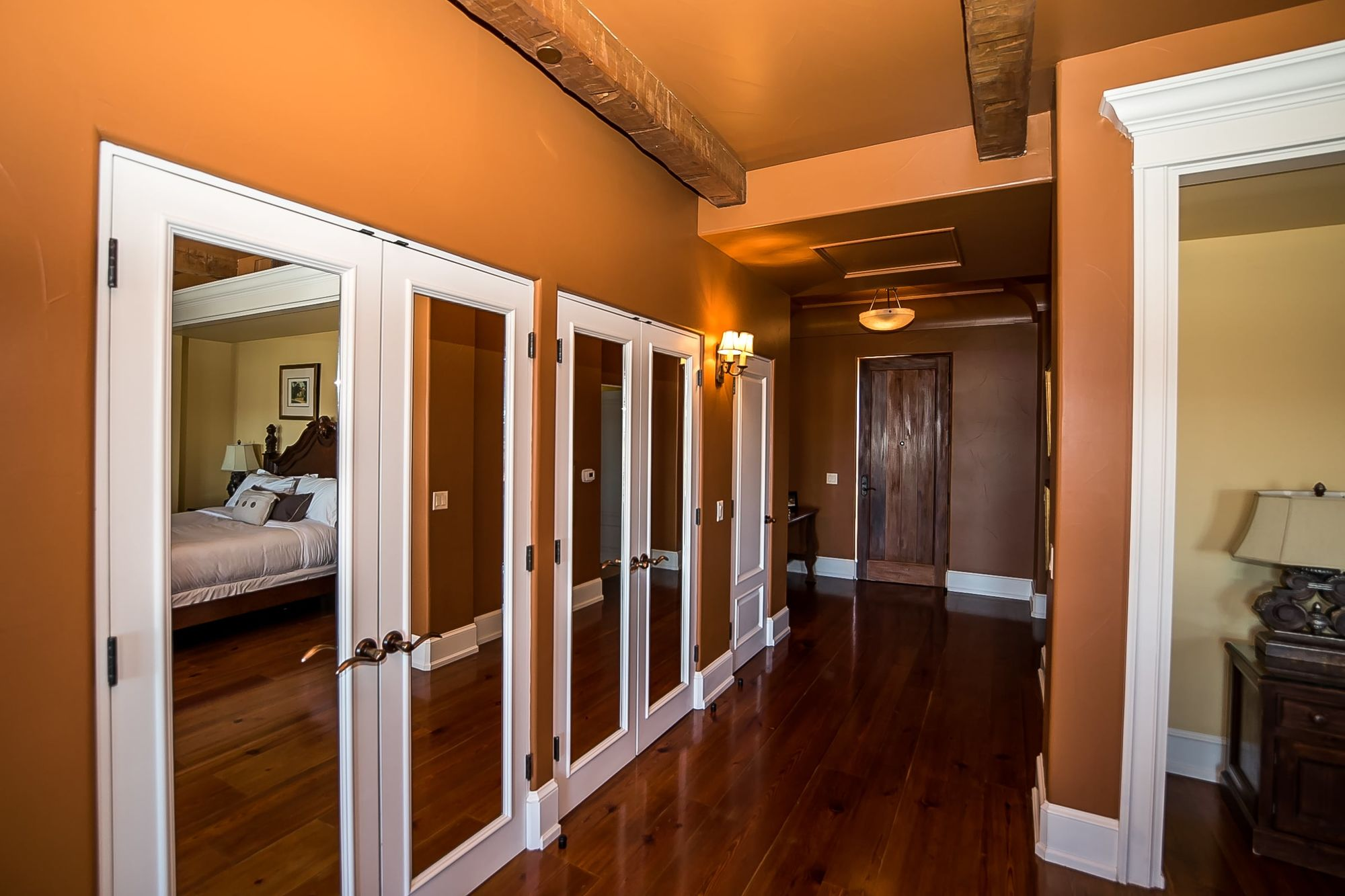 Hallway with doors with inlaid mirrors